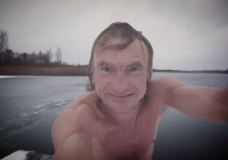 Pēc peldes ezerā 15. decembrī