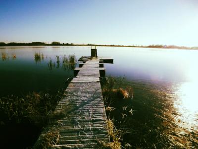 oktobrī pie ezera...
