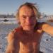 Ziemassvētku rītā uz ezera ledus