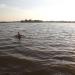 Vasaras rīta pelde ezerā
