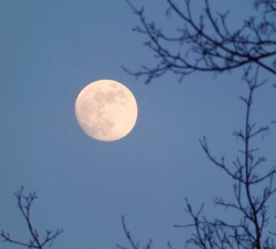Pilnmēness 28. februāra vakarā