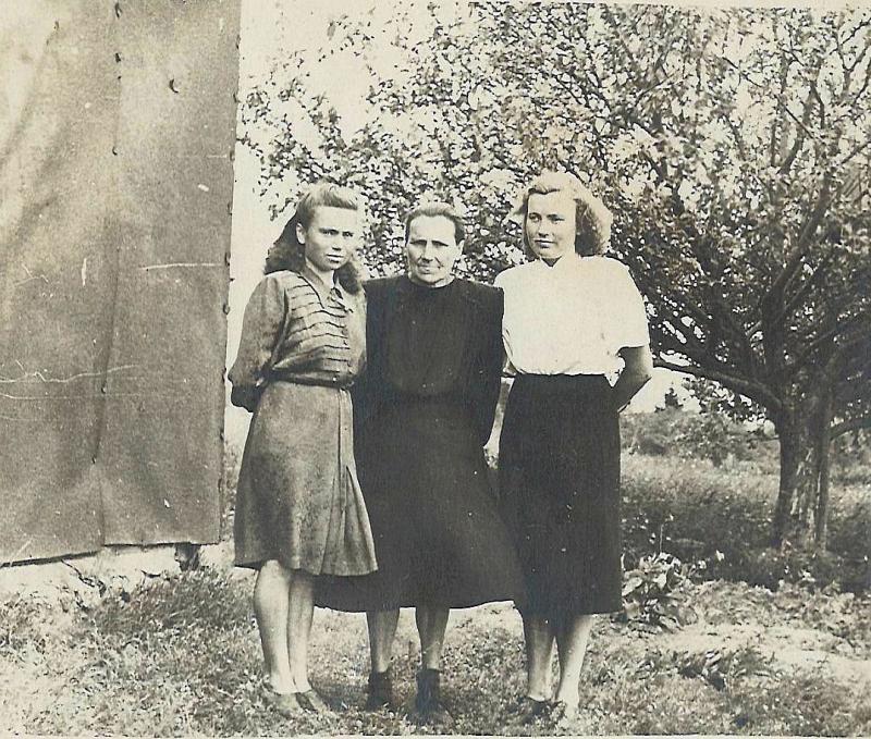 Māte un meitas Matisānes